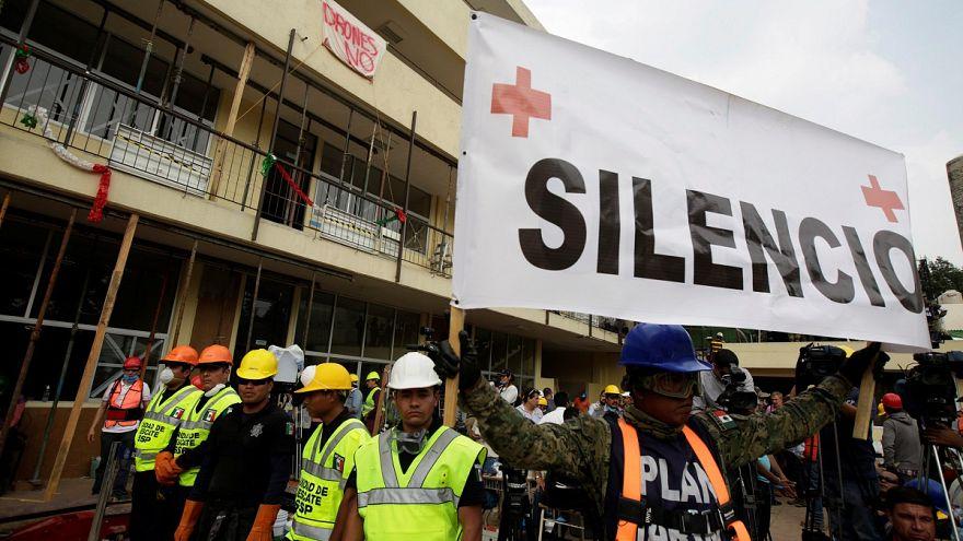 Equipas de resgate mexicanas pedem silêncio