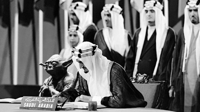 Kral Faysal'ın Yıldız Savaşları karakteri Yoda ile fotoğrafı ders kitaplarında