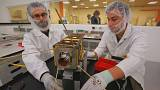 Livrar a órbita terrestre dos satélites obsoletos