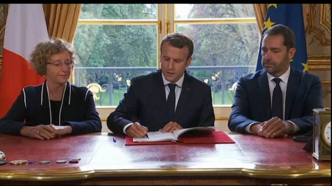 Macron signs 5 decrees to overhaul French labour laws