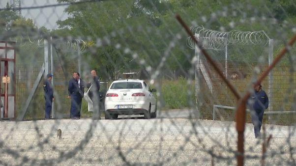 """En Hongrie, des """"zones de transit"""" aux airs de prison"""