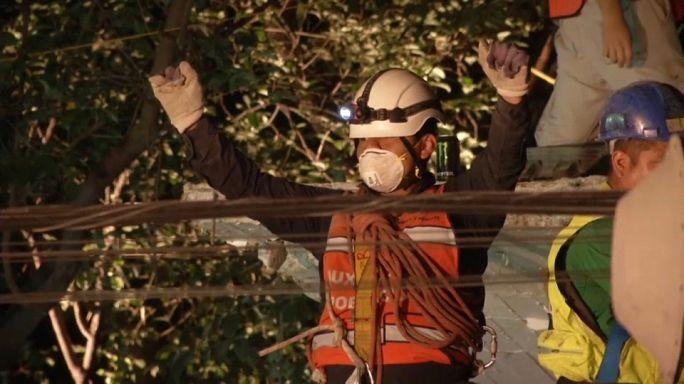 Trois jours après le séisme, les Mexicains gardent espoir