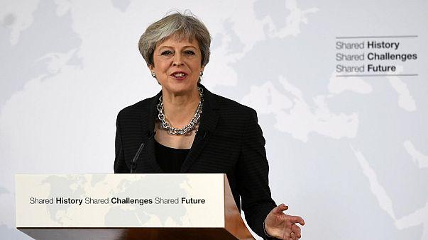 """Theresa May promete """"honrar compromissos financeiros assumidos"""""""