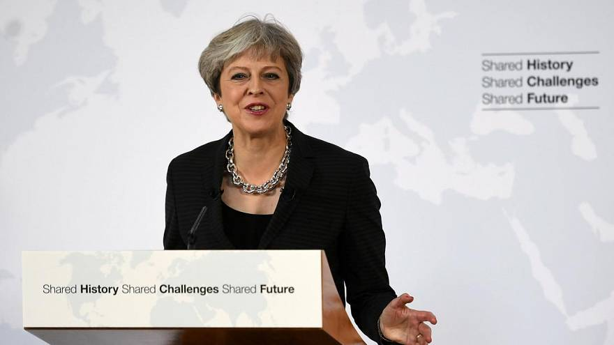 2019+2, pide Theresa May a Bruselas