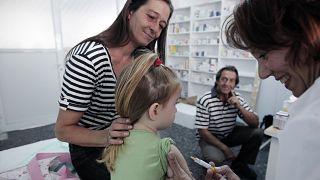 Αυξάνονται τα κρούσματα ιλαράς και μαζί η ανησυχία για το αντι-εμβολιαστικό κίνημα