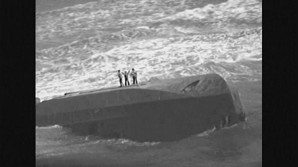 Resgate de embarcação durante Furacão Maria