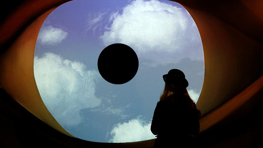 Atomium acolhe surrealismo de Magritte