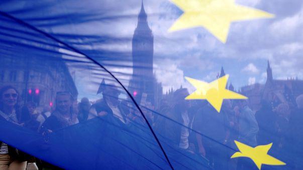 """Discurso de Theresa May sobre """"Brexit"""" divide opiniões"""