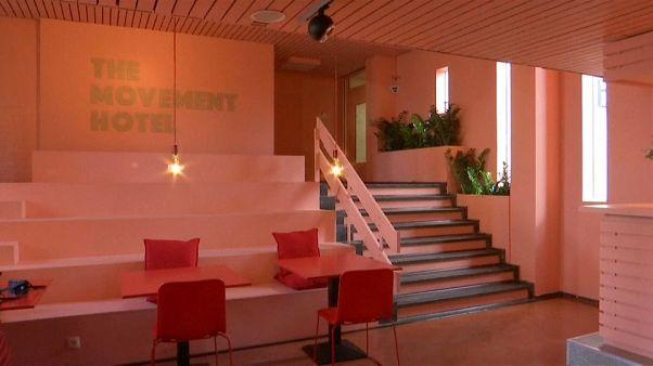 سجن يتحول إلى فندق في أمستردام والعاملون فيه لاجئون سوريون