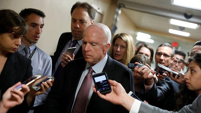Obamacare: A republikánus McCain újra megfúrja Trump ötletét