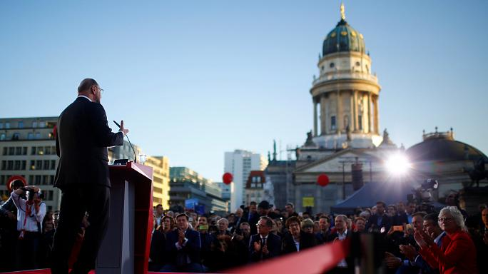 Martin Schulz reaches out to undecided voters in massive Berlin rally