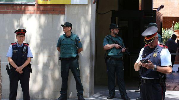 İspanya Katalan polisinin yönetimini devraldı