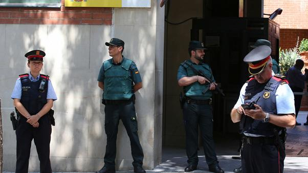 Madrid anuncia controlo da polícia regional da Catalunha