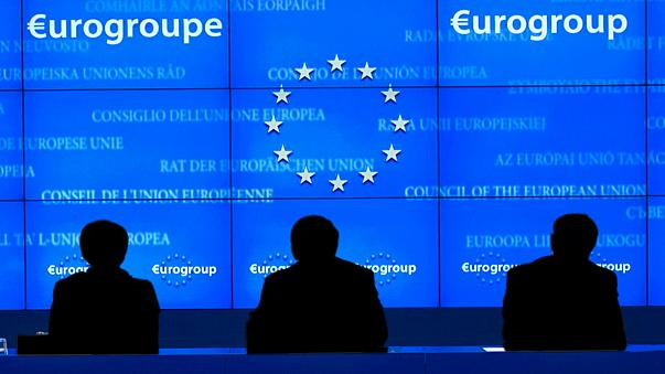 Eurogrupo pensa que economia grega está melhor, mas precisa de mais reformas