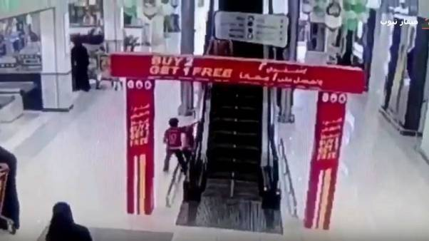 شاهد: لولا تدخل الرجل السعودي لكان الطفل المصري قد مات