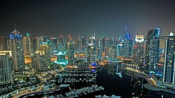 دبي تبدأ عملية تبديل واجهات المباني غير المقاومة للحرائق