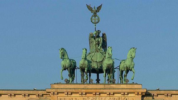 Parlamenti választások kezdődtek Németországban