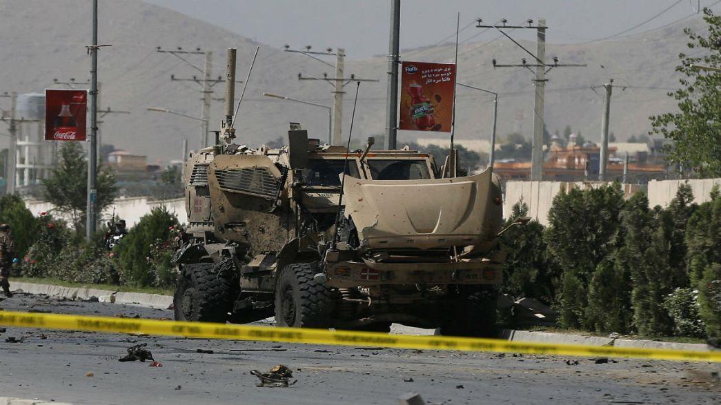 Afganistan'da NATO'ya saldırı: 5 sivil yaralandı