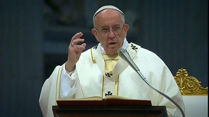El papa Francisco acusado de hereje