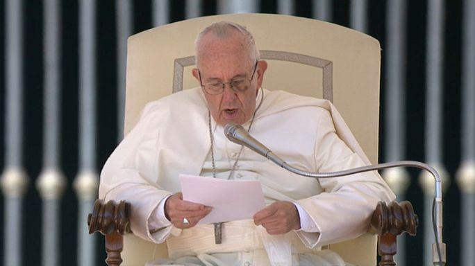 Teólogos conservadores acusam Papa de propagar heresias