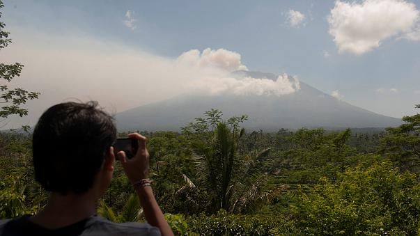 Bali'de yanardağ paniği