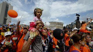Группа в полосатых костюмах: День тигра