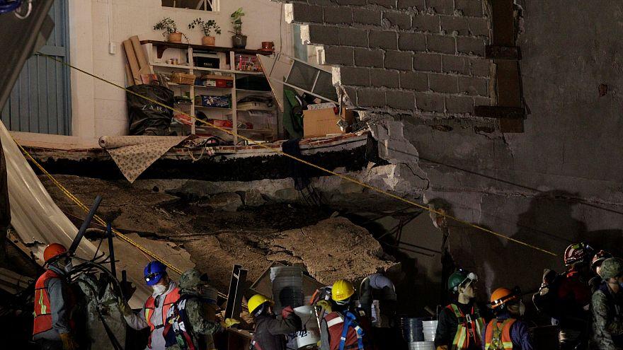 Meksika'da ölü sayısı 300'ü aştı umutlar azalıyor