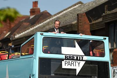 Brexit Party leader Nigel Farage campaigns in the European Parliament election in Pontefract, northwest England, on May 13.