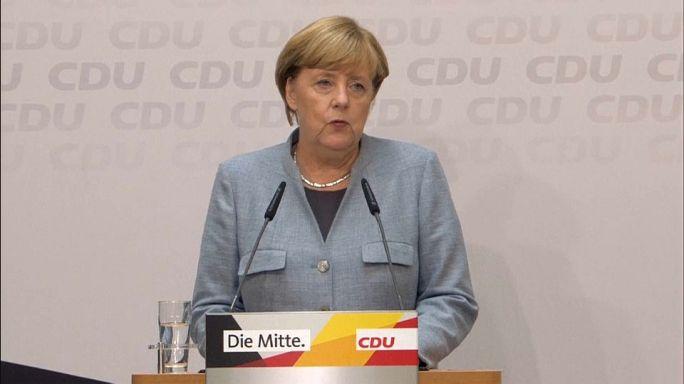 Merkel koalíciós partnereket keres
