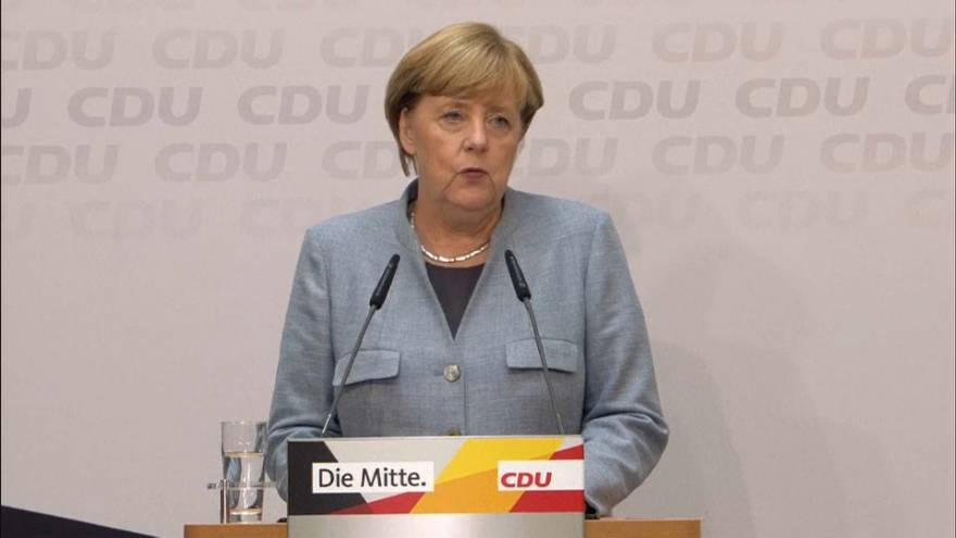 """Merkel obrigada a compor uma """"geringoça"""" germânica"""