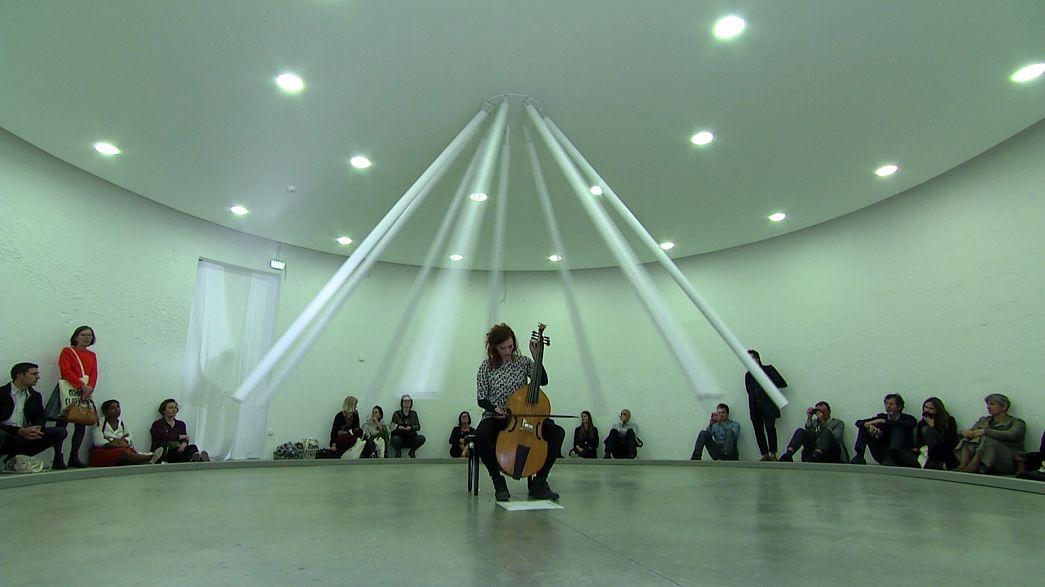 """""""عالم التحليق"""" بينالي الفن المعاصر في ليون"""