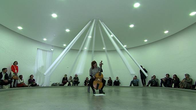 Биеннале в Лионе: движение как художественный прием