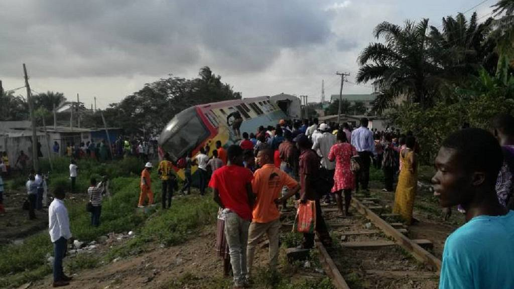 Photos] Train derails in Ghana, injuries reported | Africanews