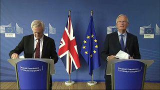 """Barnier a May: """"Prima risolvere le questioni chiave"""""""