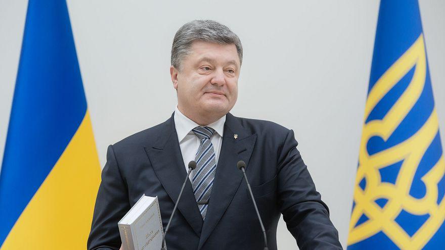 Порошенко подписал спорный закон об образовании