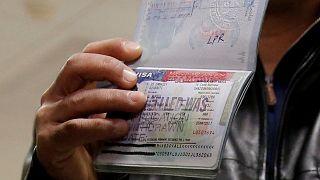 دیوان عالی آمریکا بررسی دستور مهاجرتی پیشین ترامپ را به تعویق انداخت