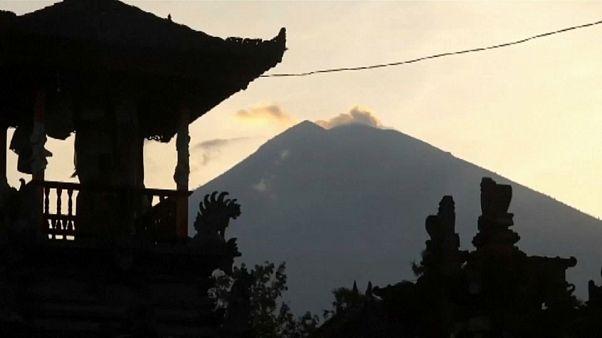 Vulcão faz 57 mil deslocados em Bali