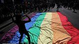 Αίγυπτος: Τους συνέλαβαν γιατί κρατούσαν σημαία με τα χρώματα του ουράνιου τόξου