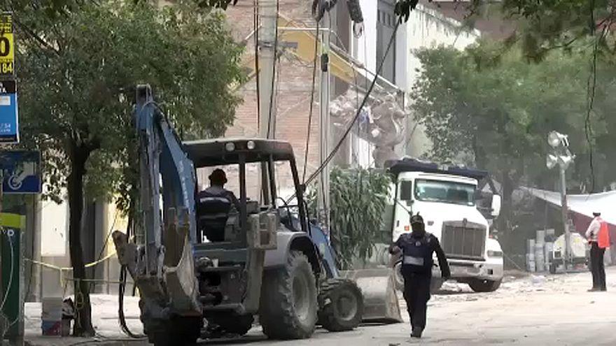 Még keresnek túlélőket Mexikóban