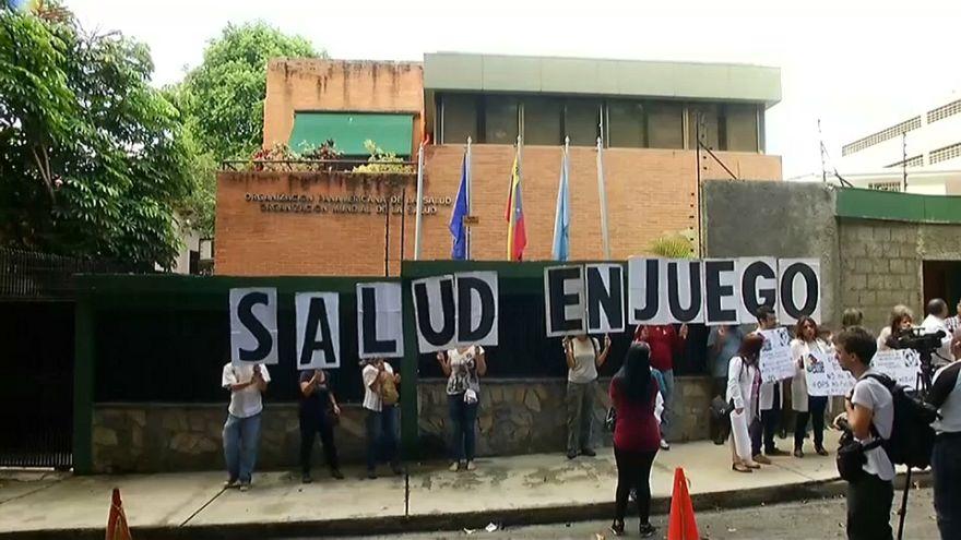 Médicos vestem a bata do protesto na Venezuela