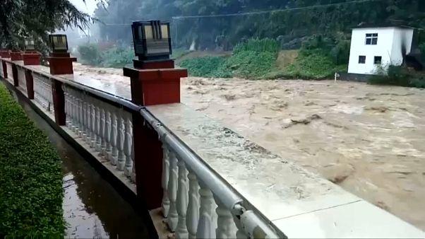 عاصفة مطرية تتسبب بفيضانات في الصين