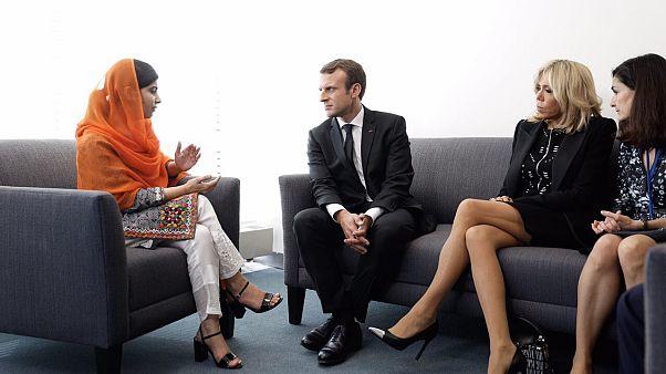 تنورة سيدة فرنسا الأولى تثير الجدل