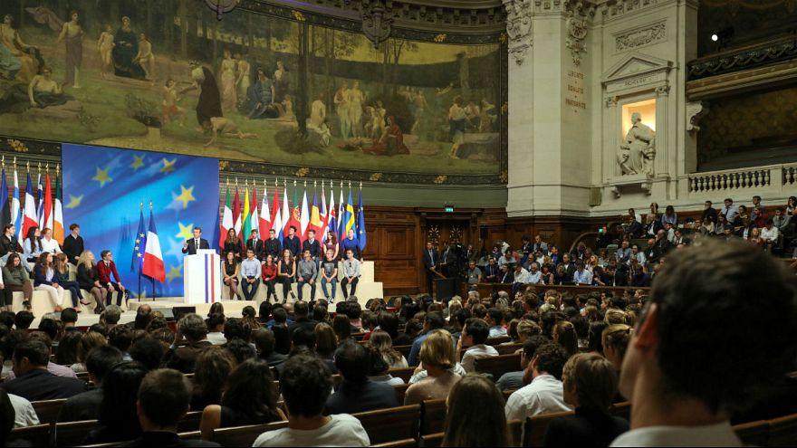 یونکر طرح بلندپروازانه ماکرون برای اروپا را ستود
