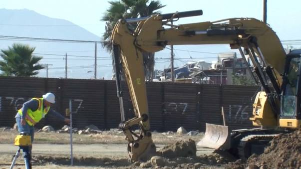 Construction starts on models of Mexico border wall
