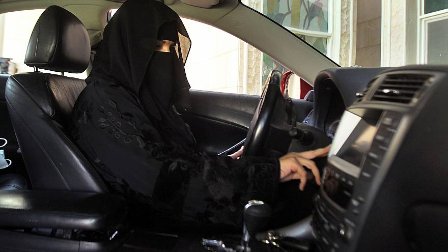 قيادة المرأة للسيارة في السعودية.. بين مؤيد ومعارض