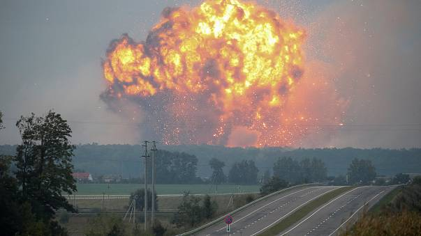 Fuertes explosiones en un arsenal militar en Ucrania