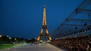 Az Eiffel-torony volt az YSL-bemutató háttere