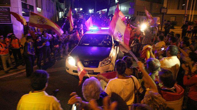 """""""Holt sie euch!"""": Spanier bejubeln Polizisten vor Referendum-Einsatz"""