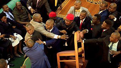 Ougandais : interdiction des retransmissions en direct du Parlement