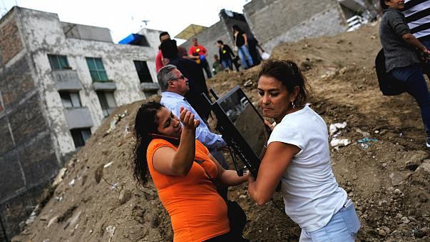 Mexico's president vows to rebuild after quake